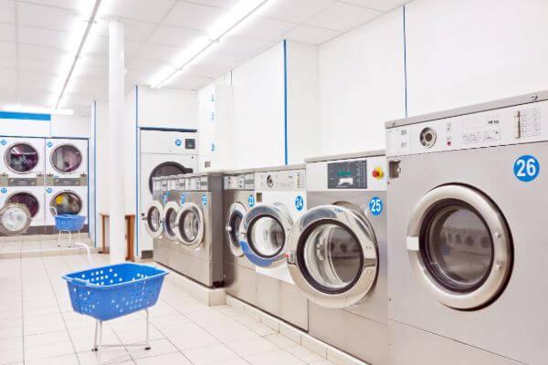 Perfektes Ladengeschäft für Waschsalon, Änderungsschneiderei oder Ähnliches!