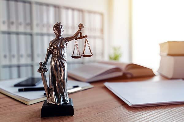 Anwalt oder Notar gesucht!