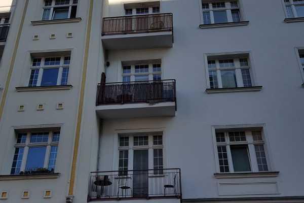 Großzügige Altbauwohnung mitten im Berliner Kiez!!
