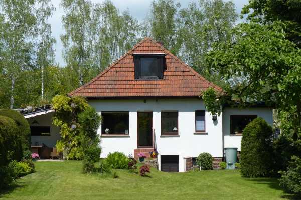 Großer Garten, tolle Lage, gepflegtes Haus - was fehlt, sind Sie!